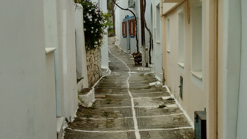 One of the narrow paths in Damarionas, between the houses
