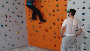 Sascha climbing, Oscar looking at him