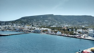 The port of Paros (middle)