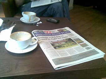 A coffee, a muffin and the post!